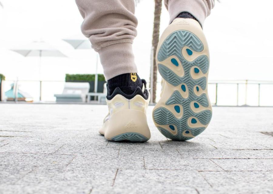 Kanye West x Adidas Yeezy 700 V3 'Azael' (2)