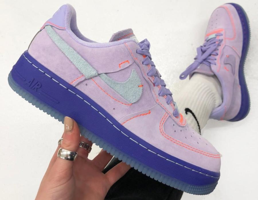 Review : que vaut Nike Air Force 1 LXX Inside Out Purple