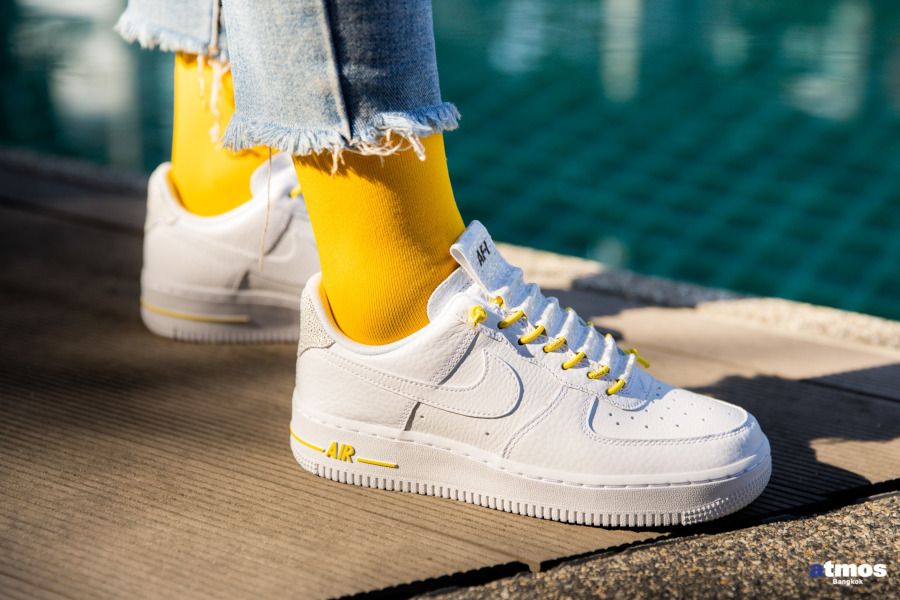 Nike Wmns Air Force 1 '07 Lux Pull Tab 'White Chrome Yellow' (4)