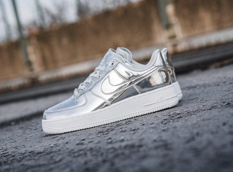 Nike Wmns Air Force 1 Low SP 'Chrome Metallic Silver' (2)