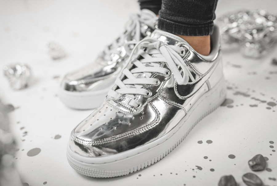 Nike-Wmns-Air-Force-1-Low-SP-Chrome-Metallic-Silver-3