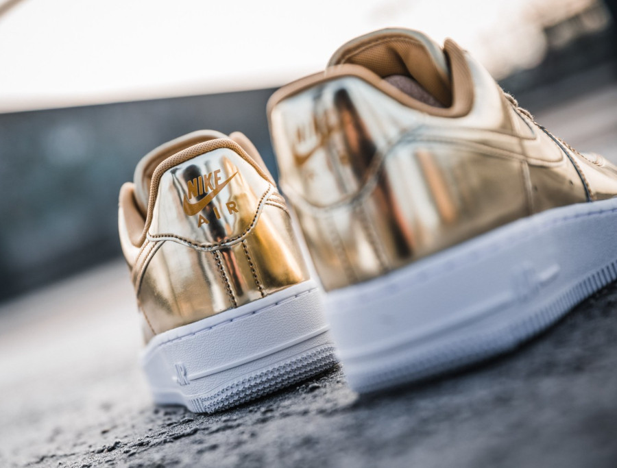 Nike Wmns Air Force 1 Low SP Metallic Gold (2)