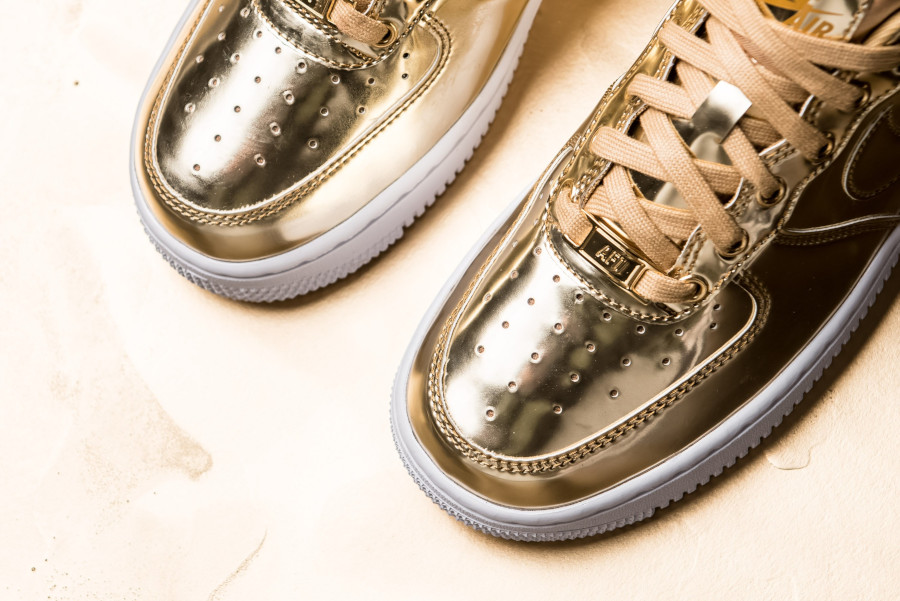 Nike Wmns Air Force 1 Low SP Metallic Gold (4)