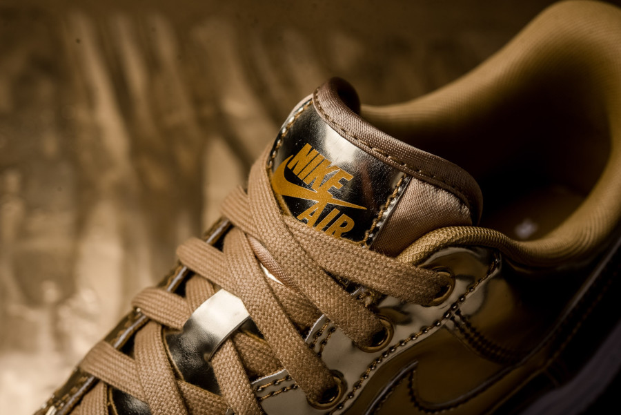 Nike Wmns Air Force 1 Low SP Metallic Gold (6)