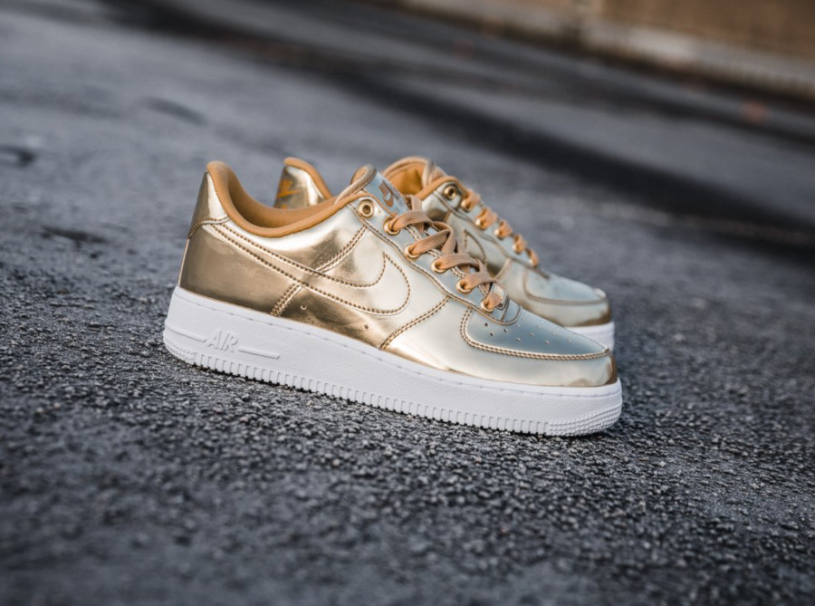Nike Wmns Air Force 1 SP Metallic Gold CQ6566-700