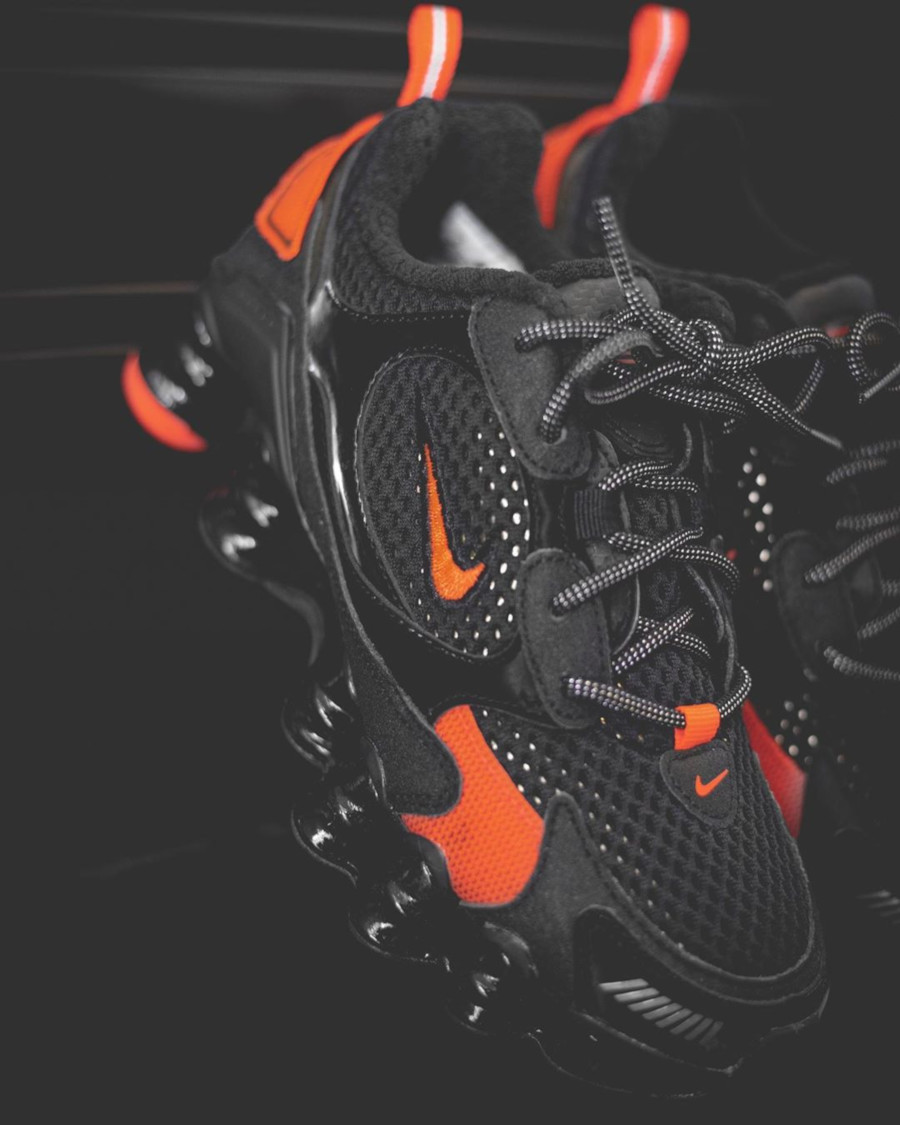 Nike Womens Shox TL Nova SP Black Hyper Crimson Metallic Fied (1)