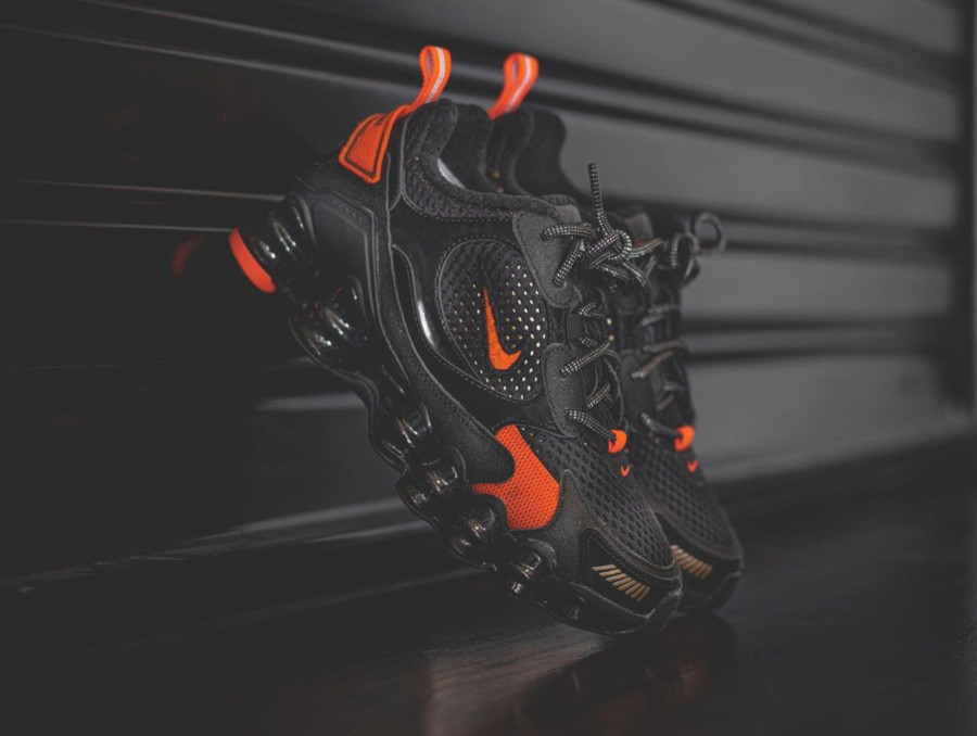 Nike Womens Shox TL Nova SP Black Hyper Crimson Metallic Fied (2)
