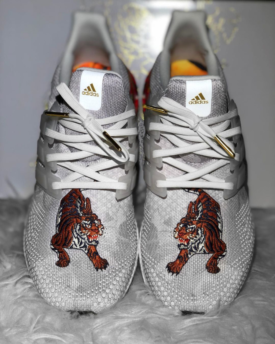 Adidas UltraBoost DNA Chinese New Year Crystal White (Floral Tiger) FW4313 (3)