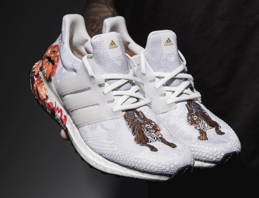 Adidas UltraBoost DNA Chinese New Year Crystal White (Floral Tiger) FW4313 (4)
