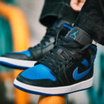 Air Jordan 1 Mid 'Black Hyper Royal'