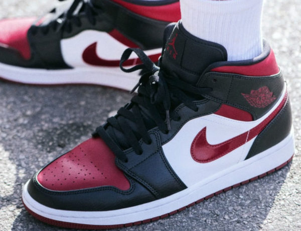 Air Jordan 1 Mid 'Bred Toe' Noble Red 554724-066 (couv)