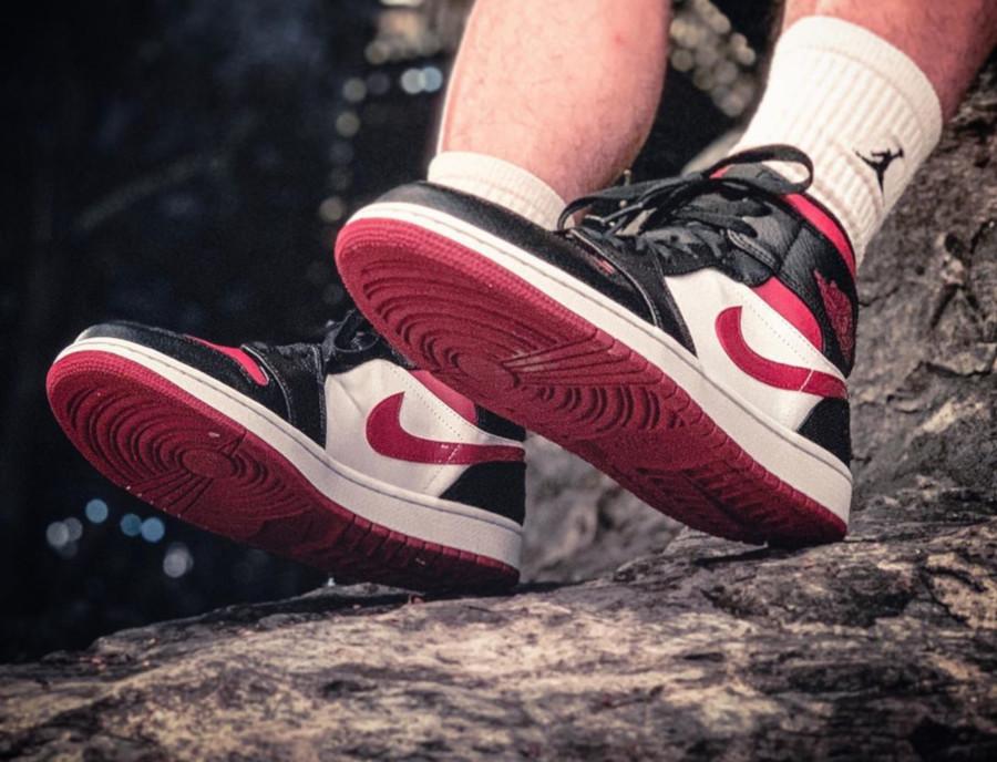 Air Jordan 1 Mid Noble Red (Bred Toe) (1)