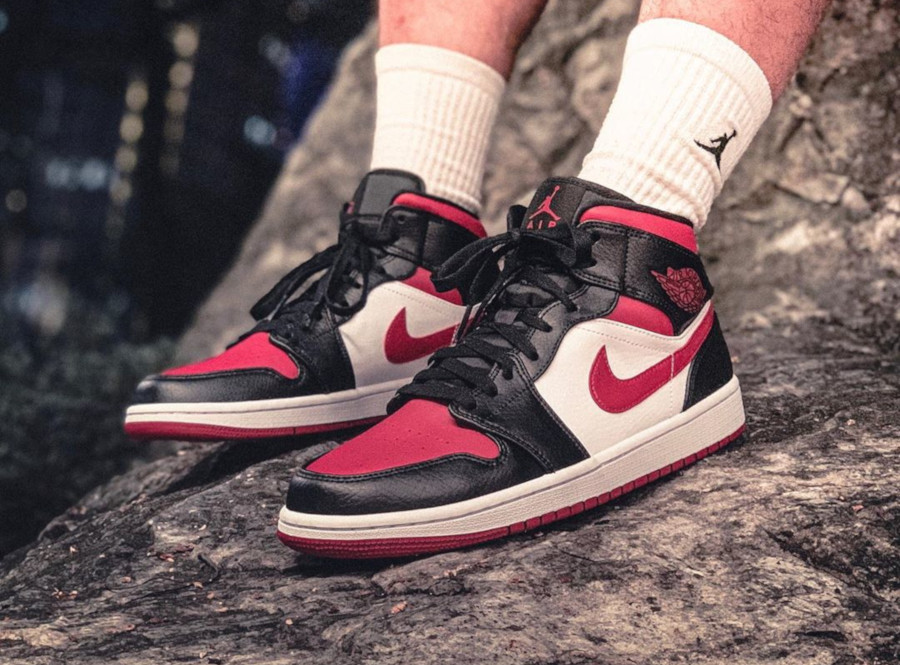 Air Jordan 1 Mid Noble Red (Bred Toe) (2)