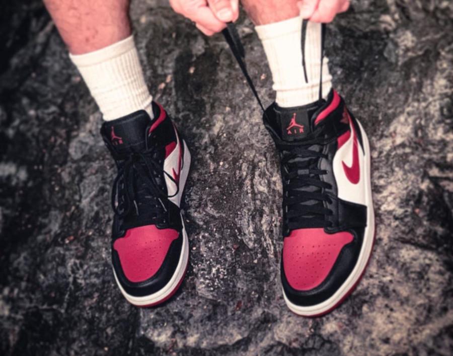 Air Jordan 1 Mid Noble Red (Bred Toe) (3)