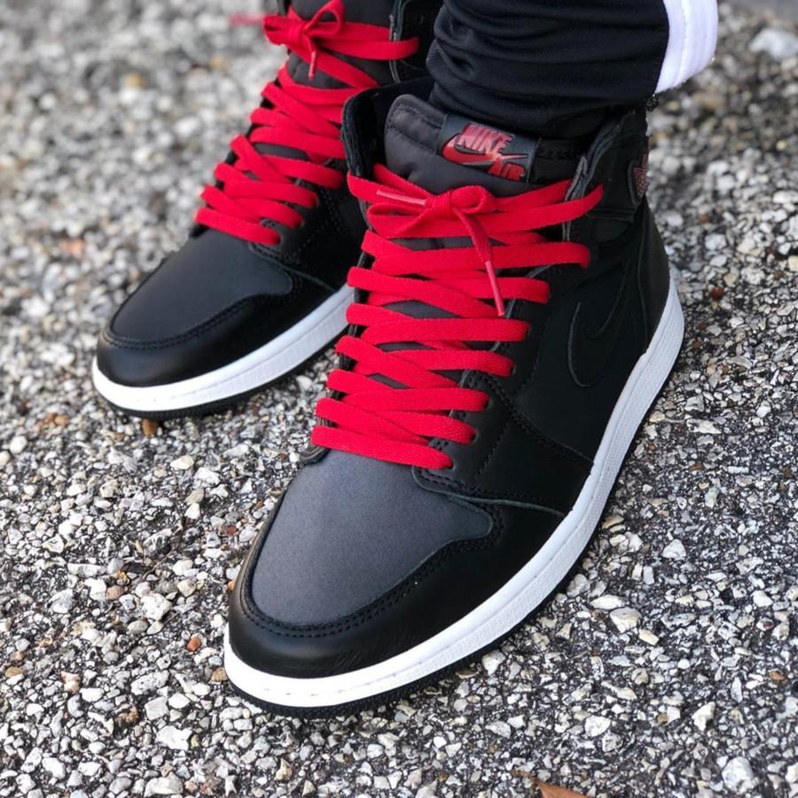 Air Jordan 1 Retro High Black Satin 555088-060