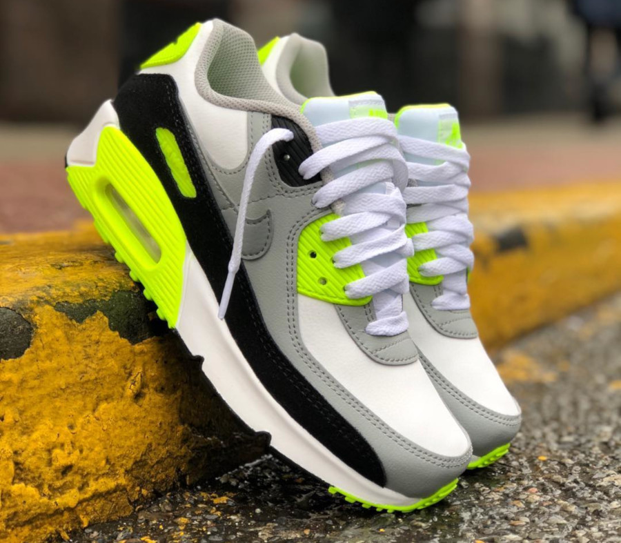 Nike Air Max 90 GS Particle Grey Volt' (30th Anniversary)