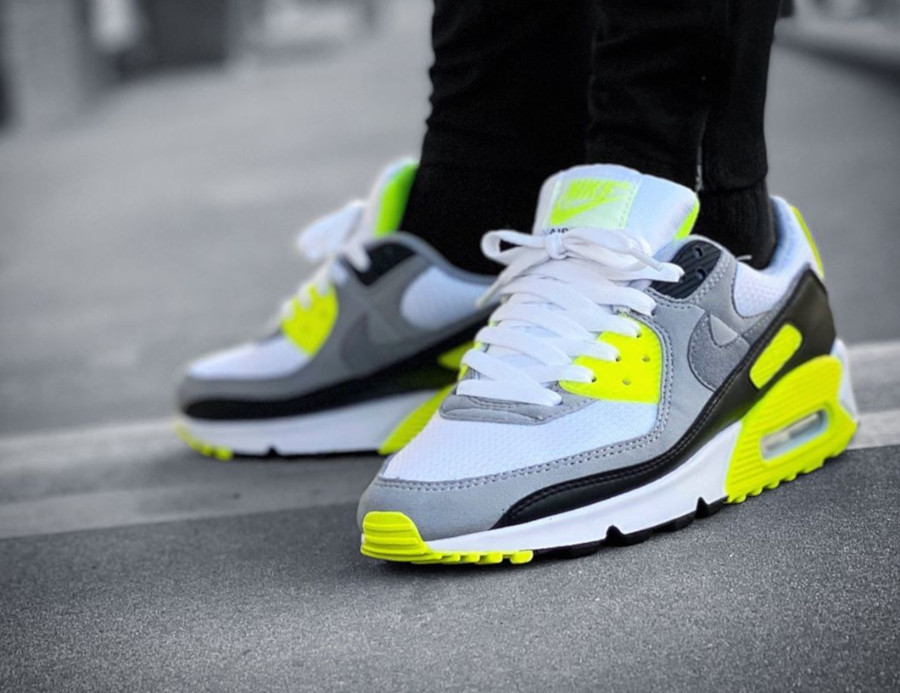 Nike Air Max 90 homme Particle Grey Volt' (30th Anniversary) (11)