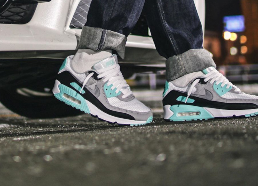 Nike Air Max 90 Hyper Turquoise pour femme on feet CD0490-104
