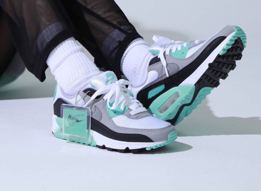 Nike Wmns Air Max 90 Hyper Turquoise on feet CD0490-104