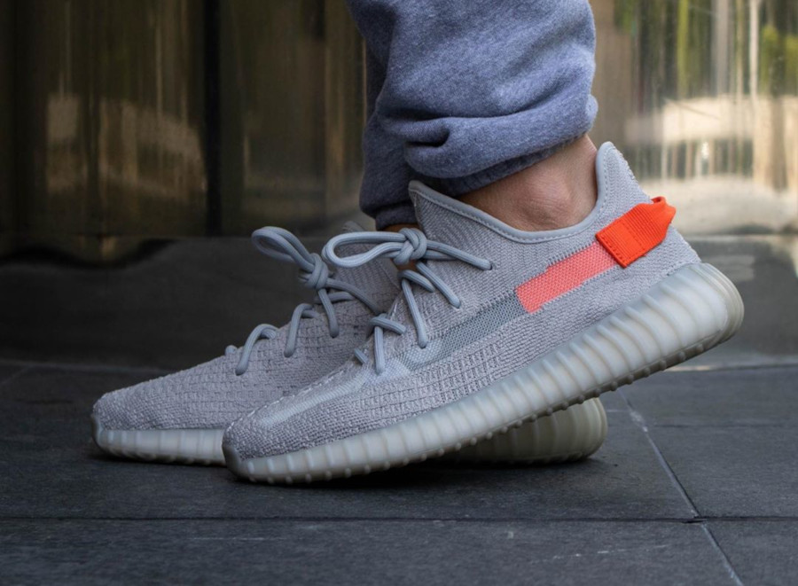 Adidas Yeezy Boost 350 V2 'Tail Light' (Europe Exclusive) (1)