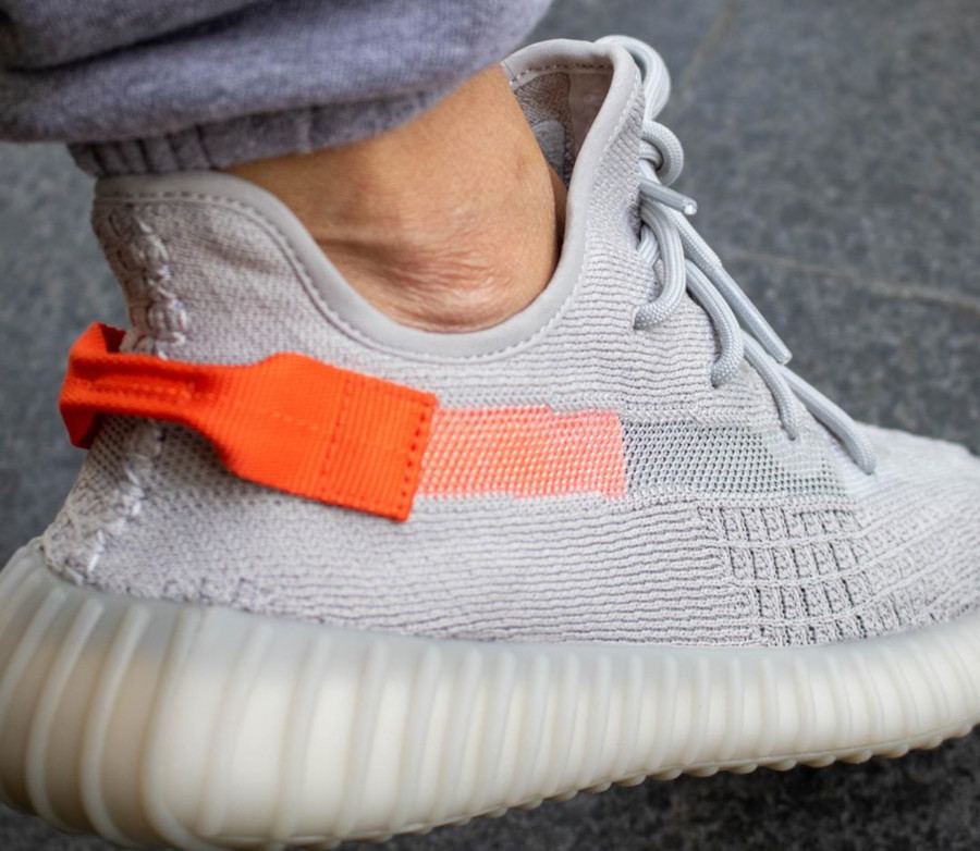 Adidas Yeezy Boost 350 V2 'Tail Light' (Europe Exclusive) (2)