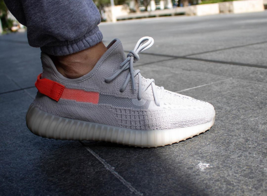 Adidas Yeezy Boost 350 V2 'Tail Light' (Europe Exclusive) (3)