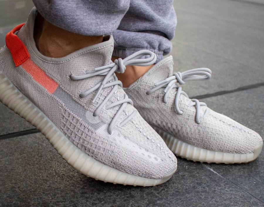 Adidas Yeezy Boost 350 V2 'Tail Light' (Europe Exclusive) (4)