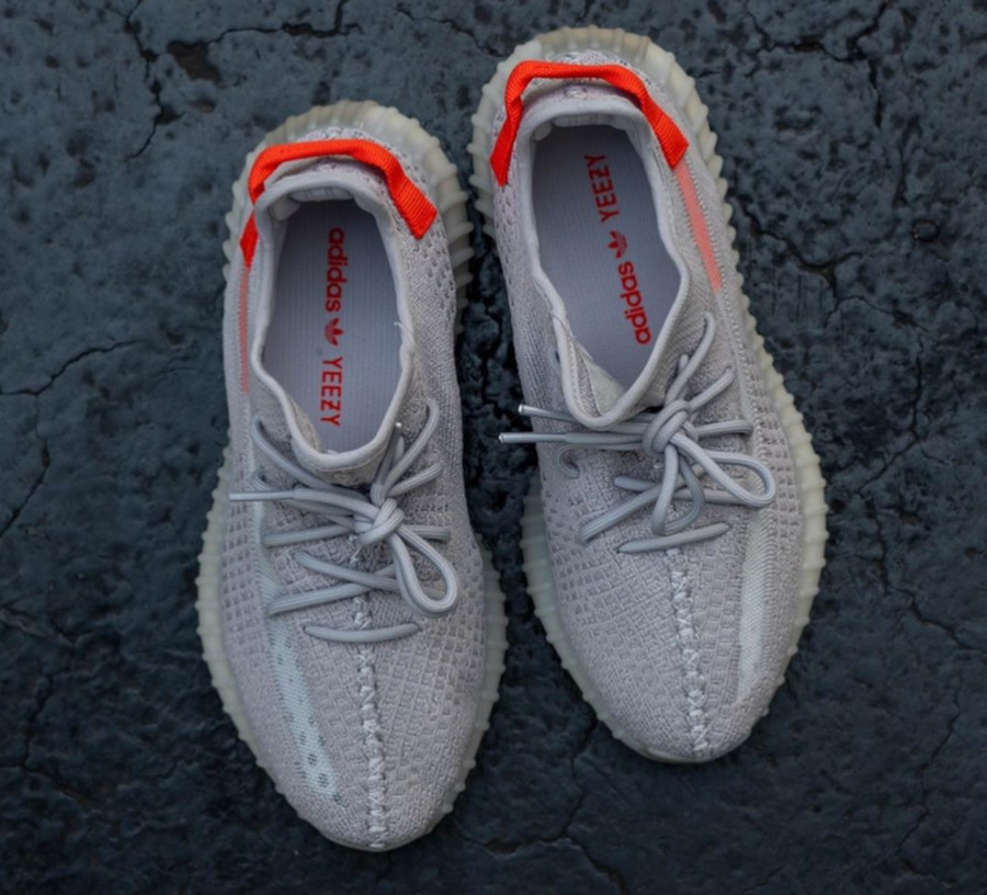 Adidas Yeezy Boost 350 V2 'Tail Light' (Europe Exclusive) (7)