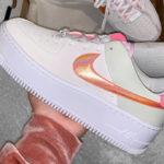 Nike Wmns Air Force 1 Sage Low Light Bone Digital Foam Pink