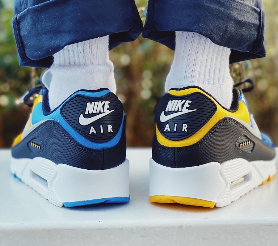 Nike Air Max 90 Premium City Shanghai Delivery Service Workers (2)