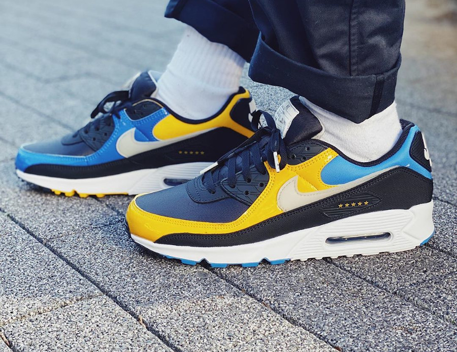 Nike Air Max 90 Premium City Shanghai Delivery Service Workers (3)