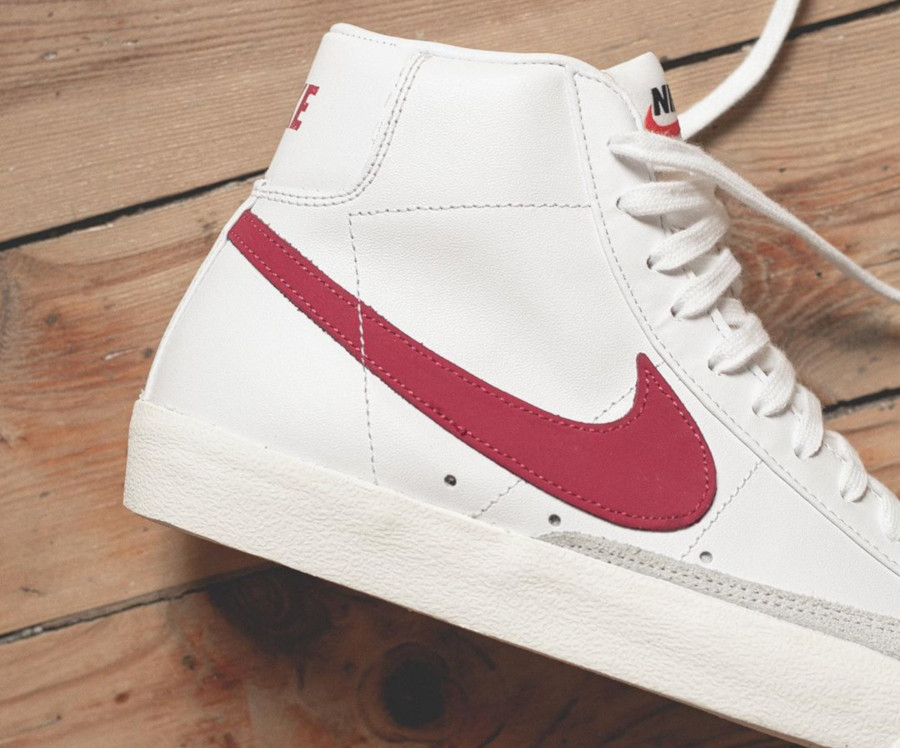 Nike Blazer Mid 77 VNTG White Worn Red Brick Sail (3)