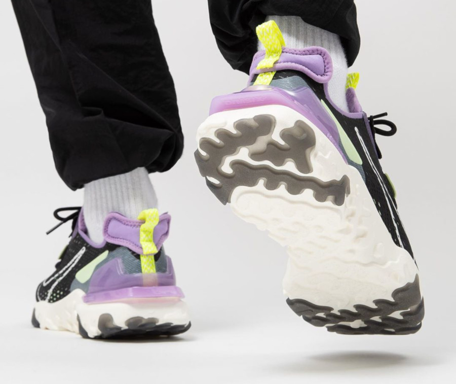 Nike React Vision DMSX 'Black Gravity Purple Volt' (3)