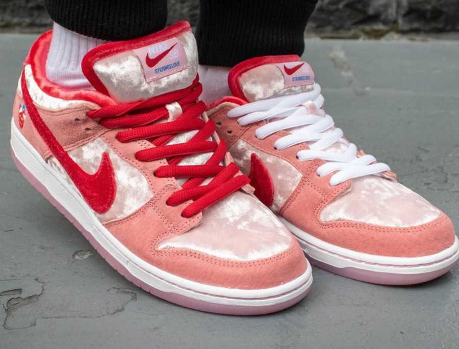 Nike SB Dunk Low Strangelove Valentine's Day CT2552-800 (1)