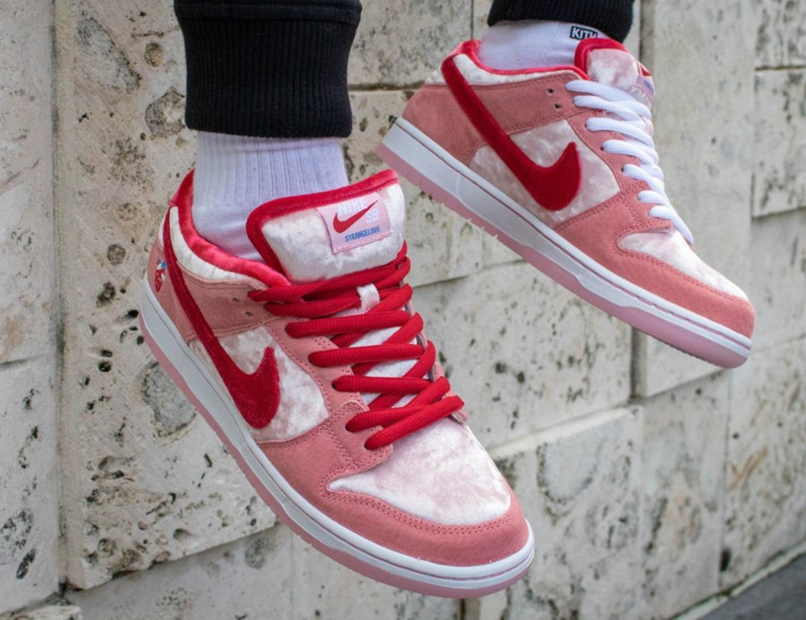 Nike SB Dunk Low Strangelove Valentine's Day CT2552-800