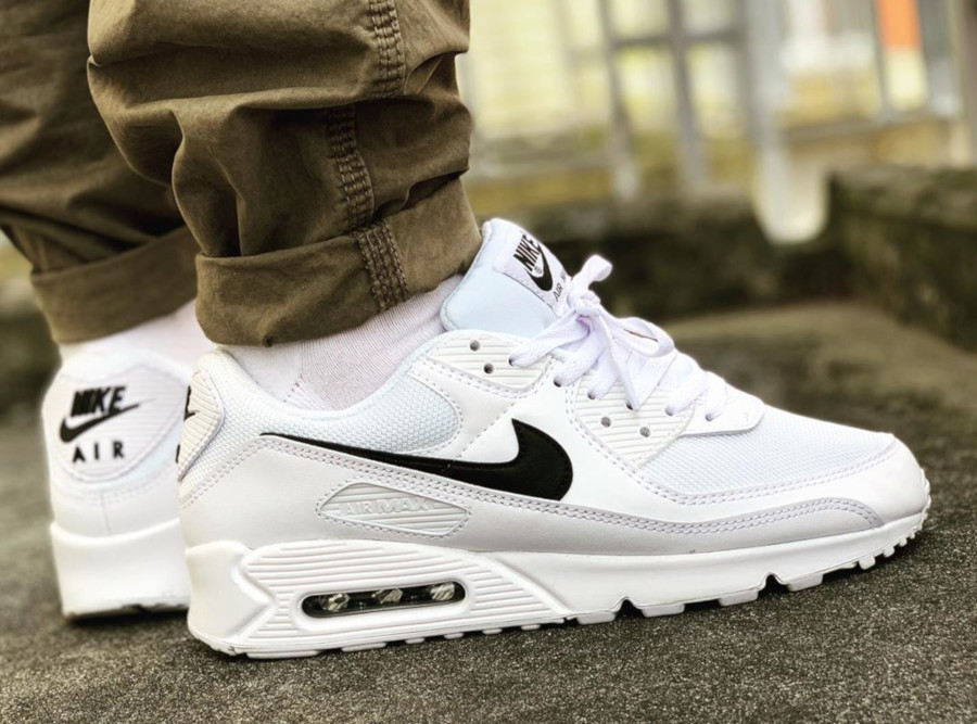 Nike Wmns Air Max 90 Recrafted 'White Black' (1)