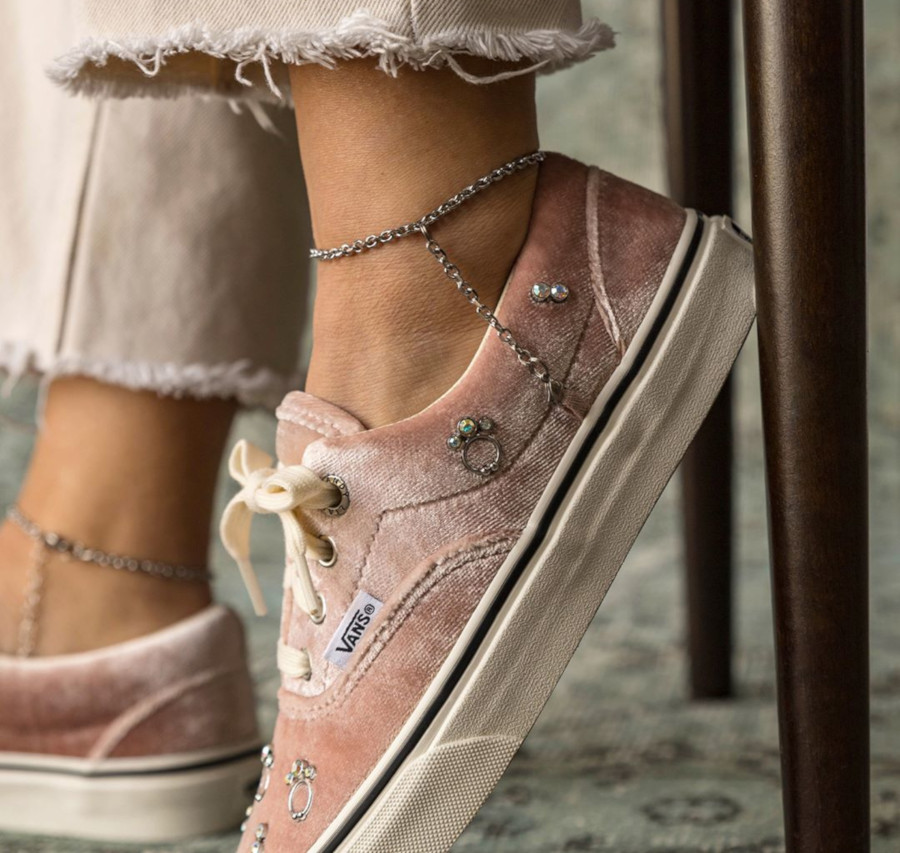 Sandy Liang x Vans Era en velours rose (1)