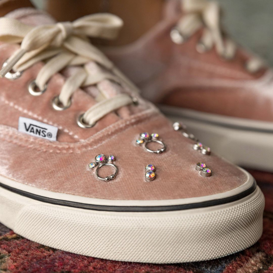 Sandy Liang x Vans Era en velours rose (2)