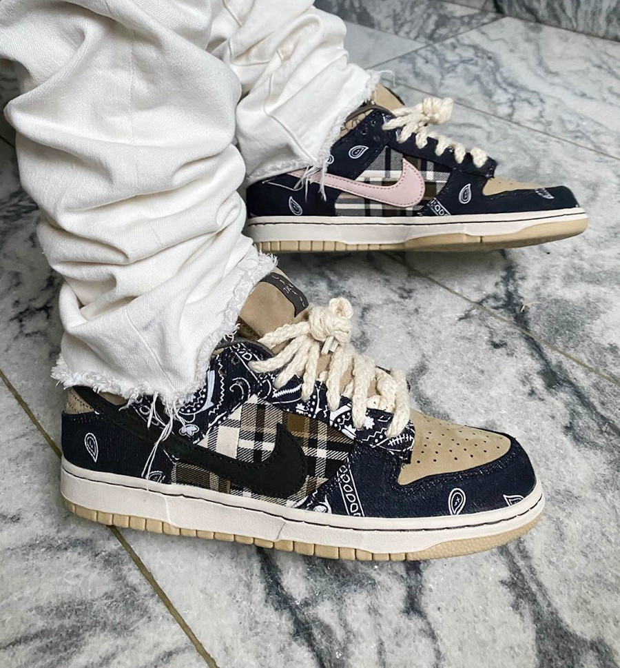 Travis Scott x Nike SB Dunk Low Pro Black Parachute Beige Petra Brown (4)