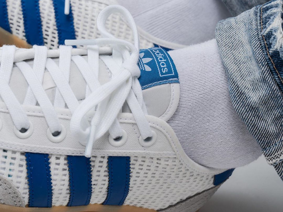 Adidas Tischtennis OG Cloud White Grey Two Royal Blue on feet