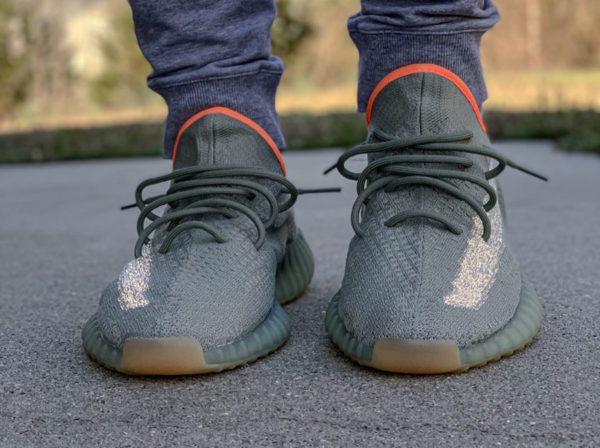 Que vaut la Adidas Yeezy Boost 350 V2 Desert Sage Reflective
