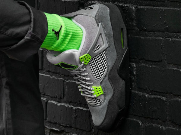 Que vaut la Air Jordan 4 Retro SE 95 Neon Grey Volt CT5342 007 ?