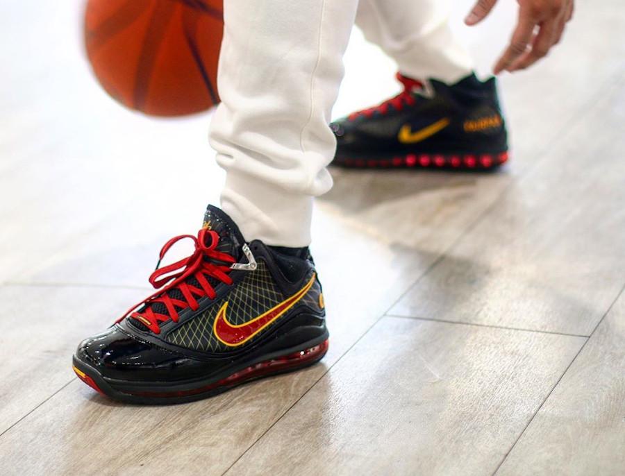 Nike Lebron 7 QS Fairfax 2020 Black Varsity Maize (2)