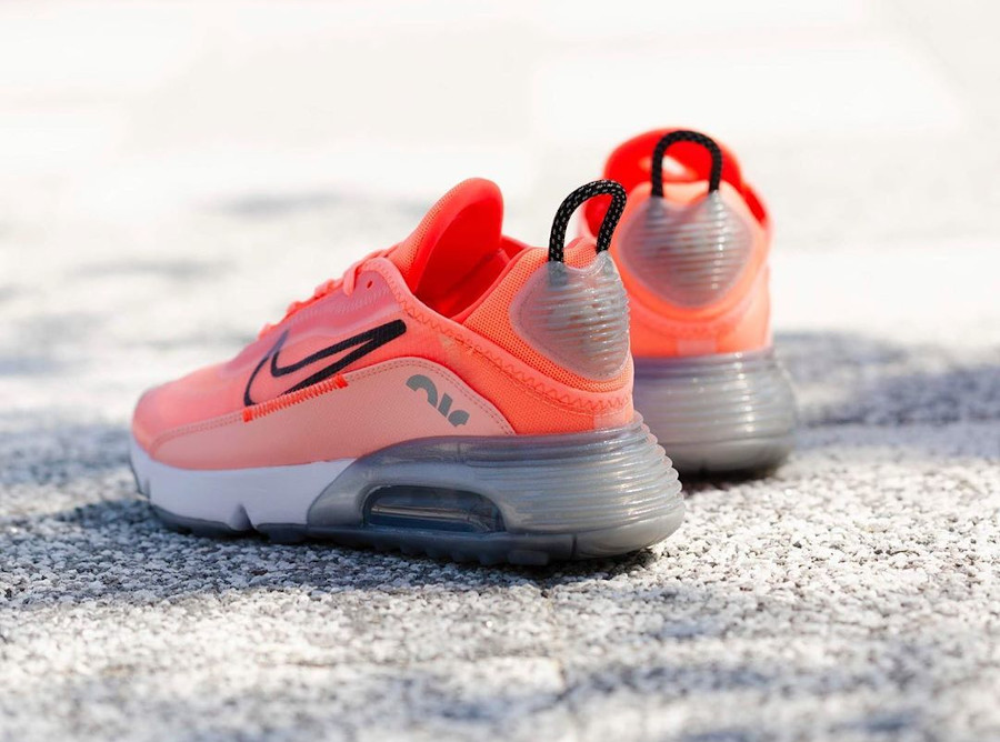 Nike Wmns Air Max 2090 Lava Glow Black Flash Crimson (1)
