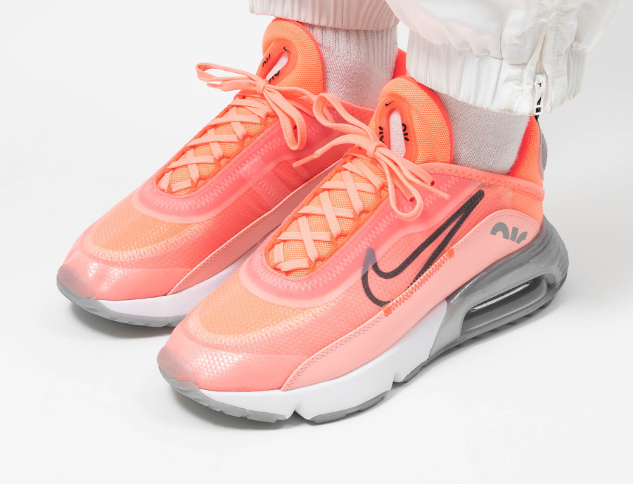 Nike-Wmns-Air-Max-2090-Lava-Glow-Black-Flash-Crimson-5