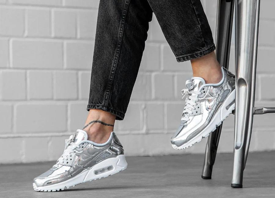 Nike Wmns Air Max 90 SP Metallic Pack 'Chrome' (3)