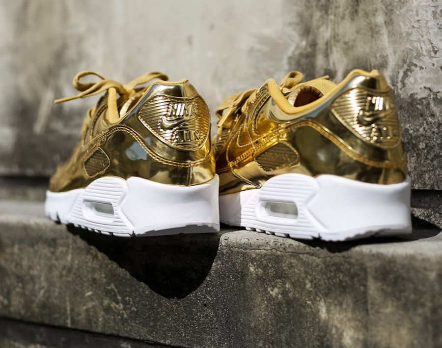 Nike Wmns Air Max 90 SP Metallic Pack Gold 2020 (1)