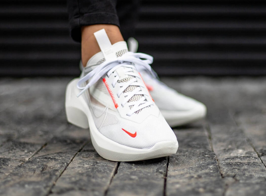 Nike Womens Vista Lite 'White Laser Crimson Photon Dust' (1)
