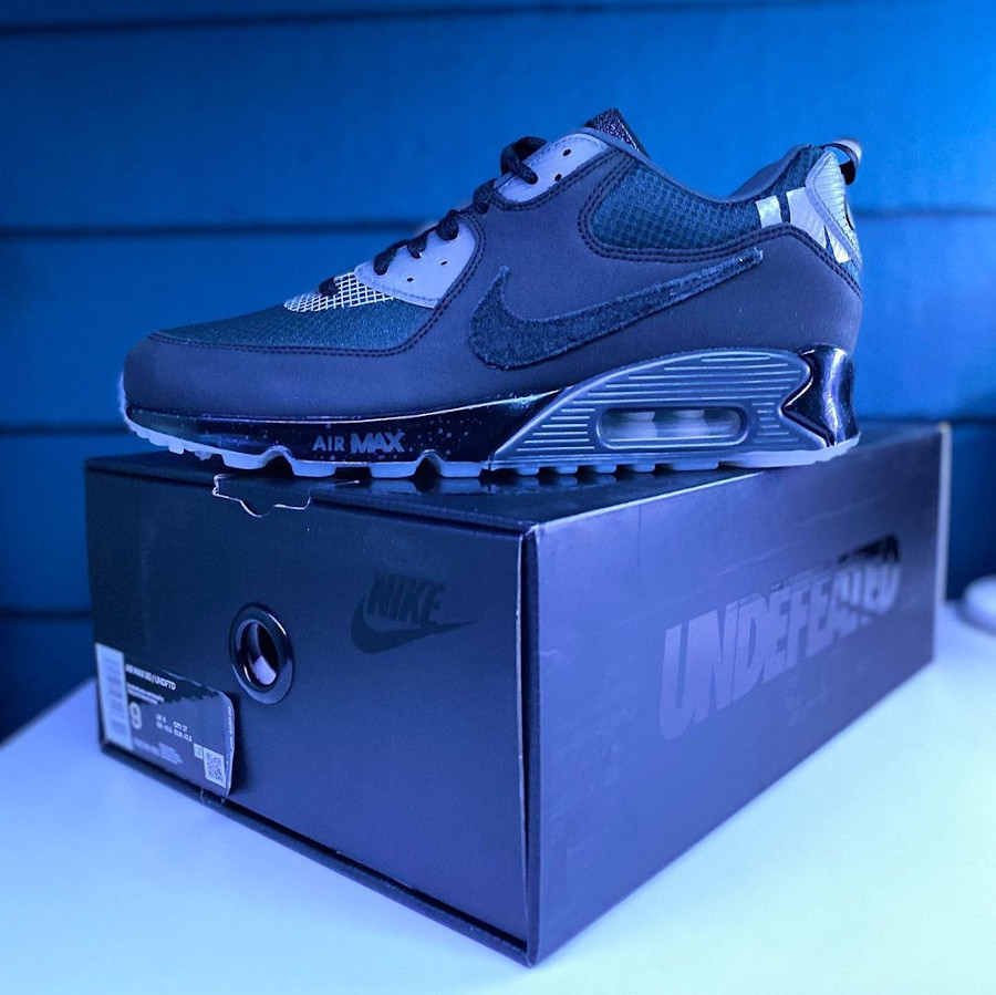 Undefeated x Nike Air Max 90 'Black Anthracite' (9)