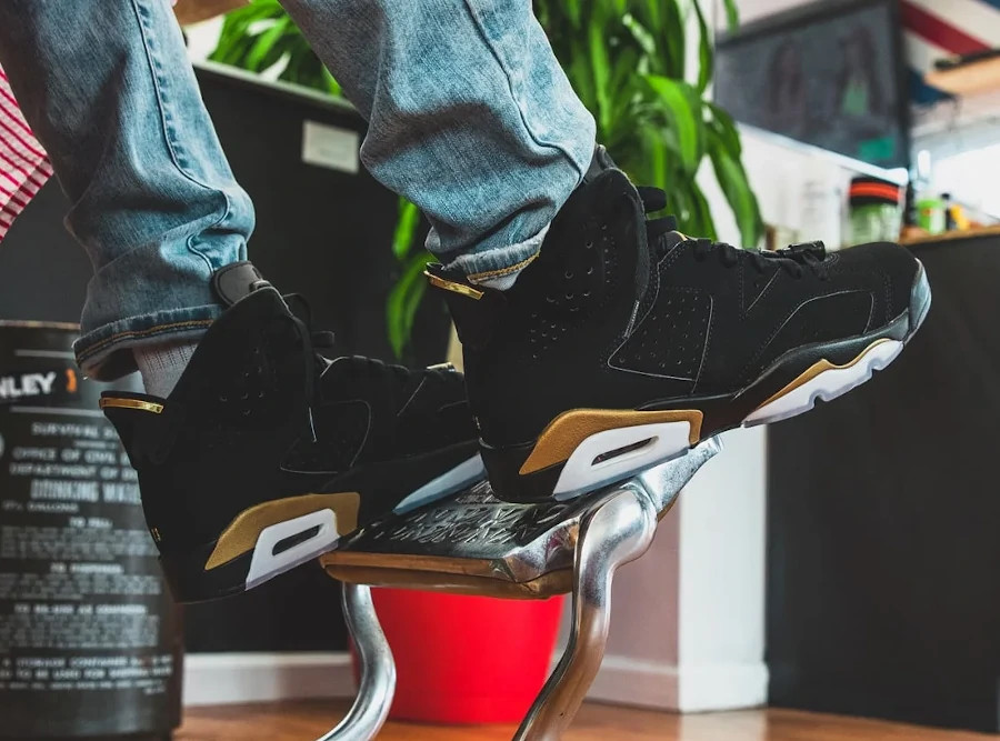 Air Jordan VI Retro Defining Moments 2020 on feet (2)